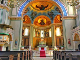 近くに教会のアップの写真・画像素材[1042774]