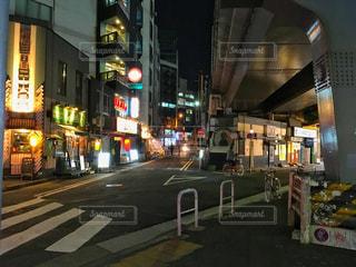 近くに忙しい街の通りの写真・画像素材[1118421]