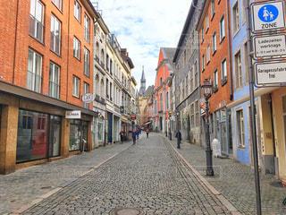 狭い街の通りの写真・画像素材[1128787]