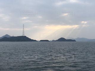 大久野島と海とレンブラント光線の写真・画像素材[937929]