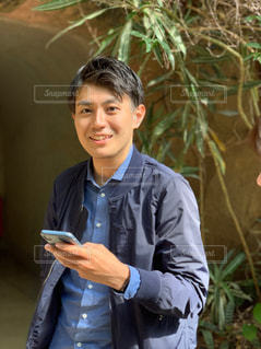 カメラに微笑んでいる人の写真・画像素材[2212282]