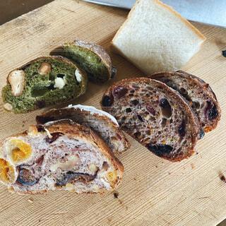 パン屋さんで買ったパン達の写真・画像素材[4502085]