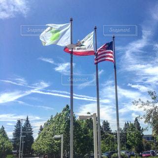 近くの旗のアップの写真・画像素材[974485]