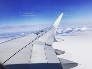 空の青と白の飛行機 - No.963274