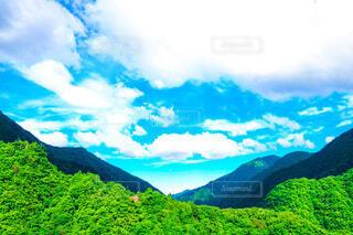 見えそうで見えない山間の写真・画像素材[3657397]