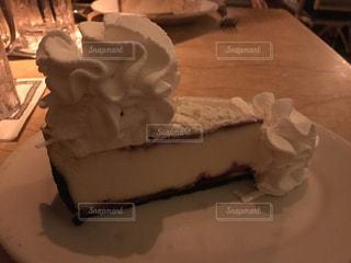 皿の上のケーキの一部の写真・画像素材[724374]