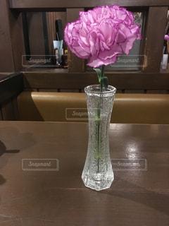 一輪挿し花瓶の写真・画像素材[841793]