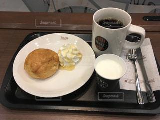 カフェで軽食の写真・画像素材[1076354]