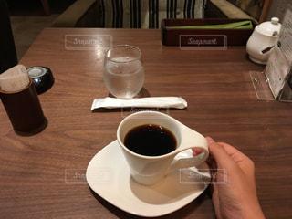 カフェでブラック珈琲飲む私の写真・画像素材[2511479]