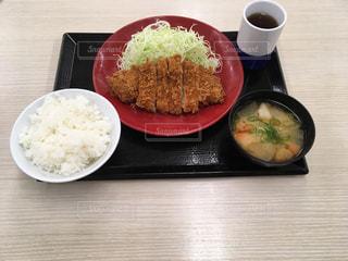 今日の夕飯はロースカツ定食2019/10/25の写真・画像素材[2656450]