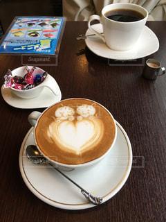 二人でカフェ雑談の写真・画像素材[3392359]