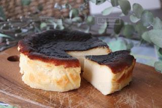 バスクチーズケーキの写真・画像素材[2497433]