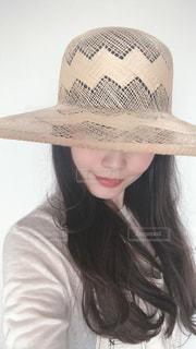 帽子をかぶった女性の写真・画像素材[3140772]