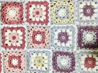 手編みのモチーフ編みのブランケットのアップ♪の写真・画像素材[1085612]