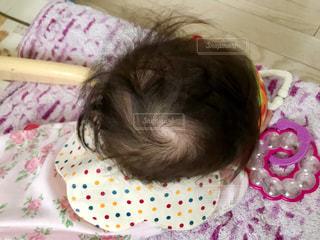 赤ちゃんを上から。の写真・画像素材[1127261]