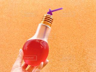 電球ソーダとオレンジの壁♪の写真・画像素材[1325772]