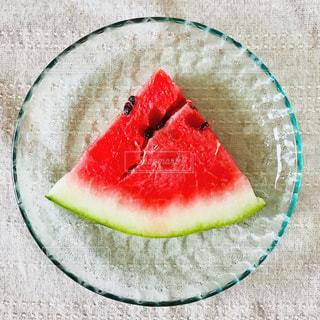 お皿に乗せたスイカの写真・画像素材[1350860]