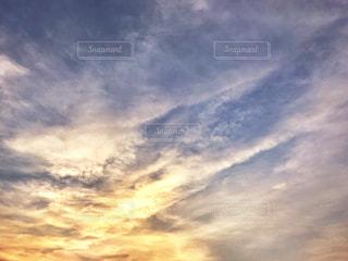 空の雲と夕焼けの写真・画像素材[1374666]