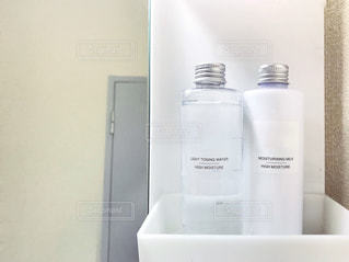 化粧水と乳液の写真・画像素材[1513570]