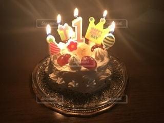 キャンドルとバースデーケーキの写真・画像素材[1647846]