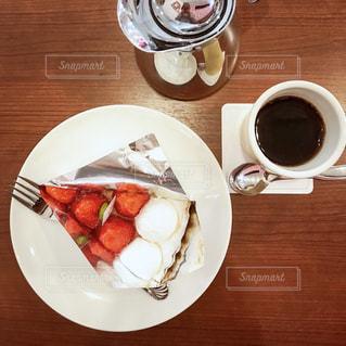 苺のショートケーキとコーヒーの写真・画像素材[1768212]
