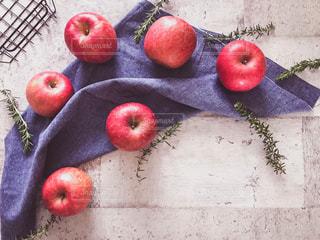 真っ赤な林檎の写真・画像素材[1791236]