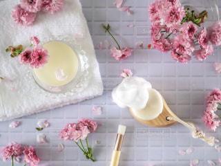 洗顔ブラシと洗顔石鹸の写真・画像素材[2062857]