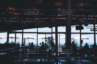 高松港のフェリー乗り場にあるカフェの写真・画像素材[2099221]