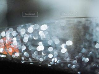 車の窓ガラスの水滴の写真・画像素材[2394858]