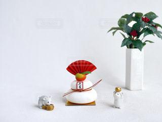 テーブルの上の花瓶の写真・画像素材[2842530]