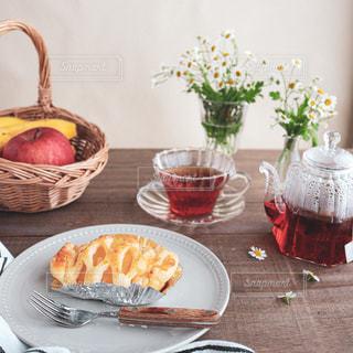 アップルパイと紅茶の写真・画像素材[3166505]