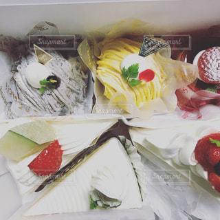 箱の中のケーキたちの写真・画像素材[763608]