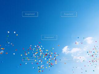 青空のカラフル風船たち - No.877373