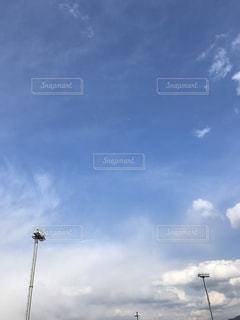 青空とライトの写真・画像素材[1008900]