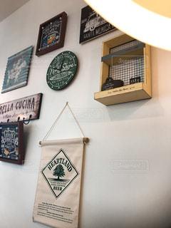 壁の雑貨たちの写真・画像素材[1078810]