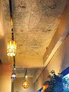 カフェのレトロ照明の写真・画像素材[1181926]