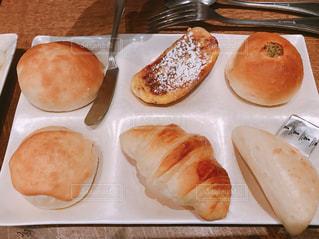 ちっちゃなパンのプレートの写真・画像素材[1393950]