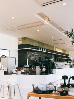 おしゃカフェのオープンキッチンの写真・画像素材[1498309]