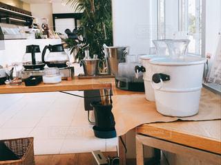 おしゃれカフェのドリンクバーの写真・画像素材[1498532]