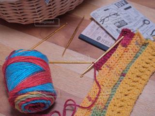 カラフル毛糸でかぎ針編み中の写真・画像素材[1643832]
