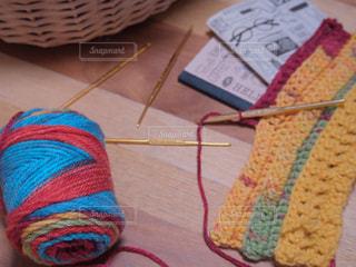 テーブルの上に編み物用品の写真・画像素材[1643833]