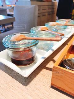 テーブルの上の調味料の写真・画像素材[1651433]