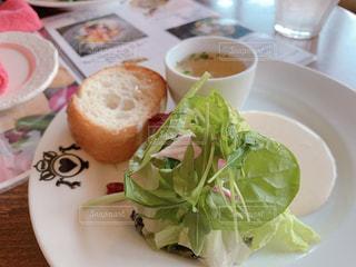 おしゃれカフェのサラダの写真・画像素材[1964735]