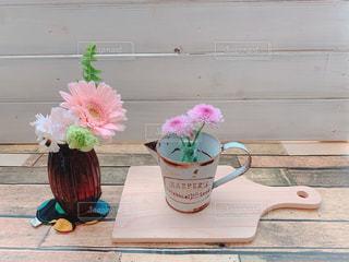 花と花瓶の写真・画像素材[2062180]