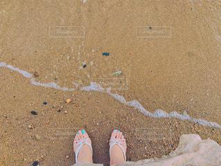 砂浜とサンダルとネイルの写真・画像素材[2187794]