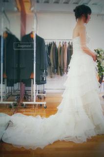 ウェディングドレスの試着の写真・画像素材[2208876]