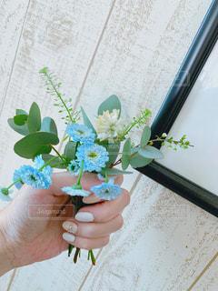 生花を持つの写真・画像素材[2963461]
