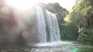 船から見る滝の写真・画像素材[934258]