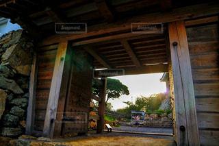 門から入る光の写真・画像素材[962764]