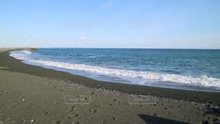 海の横にあるビーチの写真・画像素材[1013391]